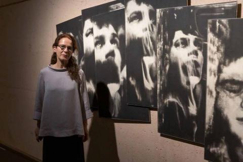 La artista, Premio Nacional de Fotografía 2020, inaugura 'Pasado y presente, la memoria y su construcción', una exposición que recoge sus trabajos desde los años 90 hasta la actualidad