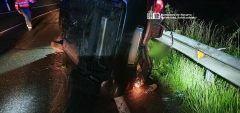 Cuatro personas han resultado heridas en una colisión frontal entre dos turismos que se ha producido en el kilómetro 41 de la N-121, en el término municipal de Olite.