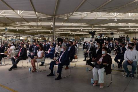 Autoridades del Gobierno de Navarra y directivos del sector se dieron cita en Peralta con motivo de la celebración del medio siglo de vida de la empresa en la localidad navarra.