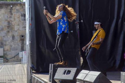 El rock de Minimusic enamora a niños y mayores