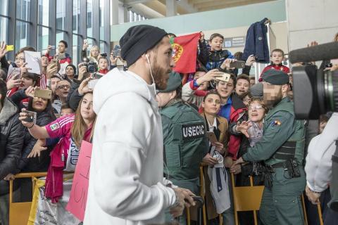 El central andaluz del Real Madrid, Sergio Ramos, anunció su adiós del conjunto blanco. El camero protagonizó varios episodios durante las visitas a Pamplona para enfrentarse a Osausna.