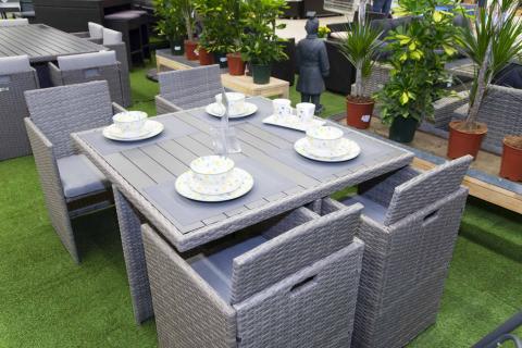 Fotos de la exposición de mobiliario de exterior de E.Leclerc