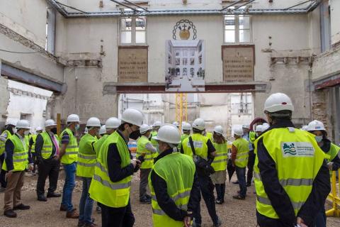 Este jueves, los integrantes de la Comisión Permanente de la Mancomunidad de la Comarca de Pamplona y del Consejo de Administración de su sociedad de gestión (SCPSA) han visitado las obras de reforma y adecuación de la nueva sede de la entidad en el antiguo convento de Salesas.