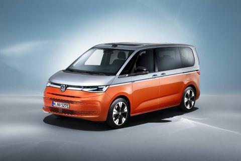 Fotos del nuevo Volkswagen Multivan, la nueva furgoneta para los amantes de las escapadas y las familias. Estrena variante híbrida enchufable y ofrece una versatilidad interior máxima.