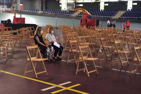 Las autoridades y familiares rindieron un sentido homenaje a los vecinos fallecidos desde el inicio de la pandemia.