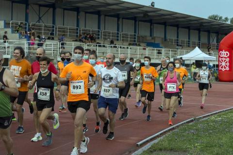 Abdelkader Algham y Ana Llorens ganan la prueba de 8 kilómetros, que tuvo 300 inscritos.