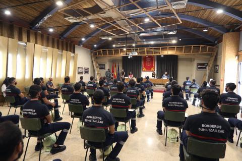 Los 38 bomberos, en la finalización del curso