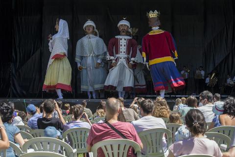 La Comparsa de Gigantes y Cabezudos  de Pamplona, en la Ciudadela