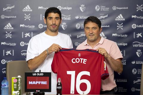 Presentacion de José Ángel 'Cote' como jugador de Osasuna