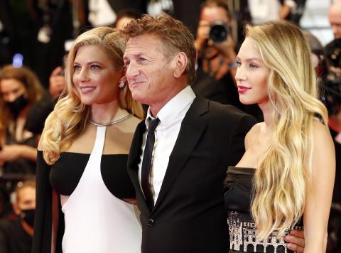 Sean Penn llegó este domingo a Cannes para presentar su nueva película como realizador,