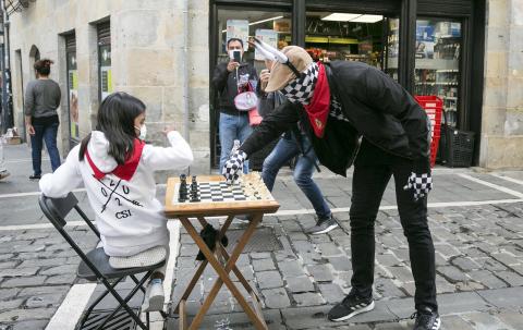 Fotos del 'Encierro del ajedrez'.