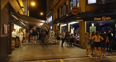 Imágenes del ambiente en Pamplona este sábado a las 00:00