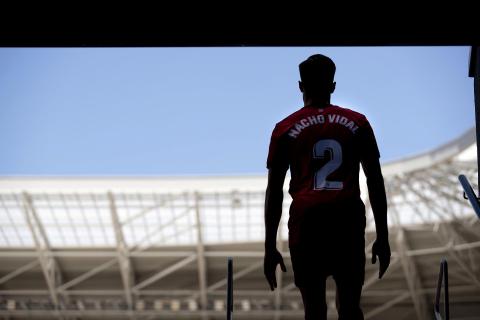 Imágenes del C.A. Osasuna del lateral Nacho Vidal tras anunciar su renovación con el club rojillo hasta 2025