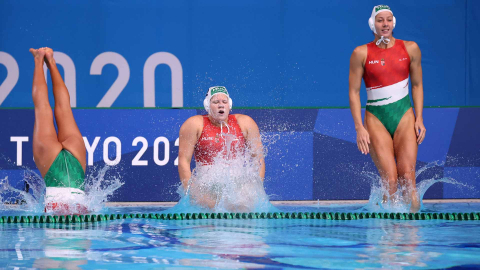 Varias jugadoras húngaras de waterpolo