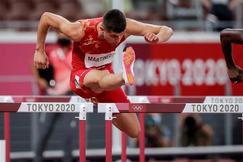 Fotos de la serie de 100 metros vallas ganada por el navarro Asier Martínez en los JJ OO de Tokio