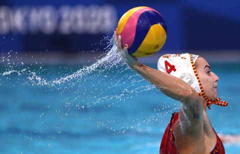 Bea Ortiz durante el partido entre España y Hungría de waterpolo