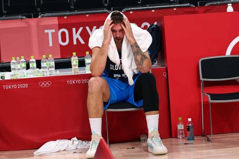 Doncic durante el partido entre Eslovenia y Francia