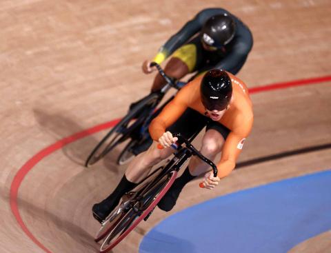 Dos ciclistas en la competición de sprint