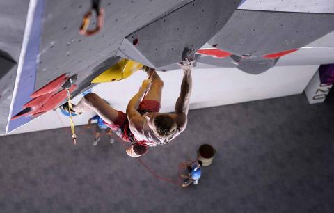 Escalador austríaco durante su prueba