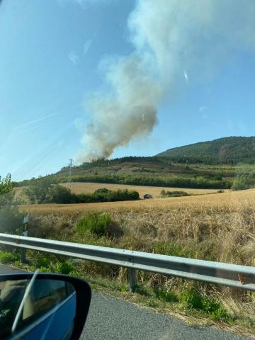Imágenes del incendio en el monte Ezcaba desde la Ronda Norte
