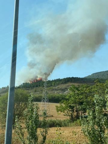 Imágenes del incendio del monte Ezcaba visto desde la Rotonda Norte