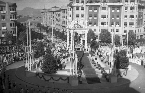 La plaza Príncipe de Viana el día de la coronación en 1946