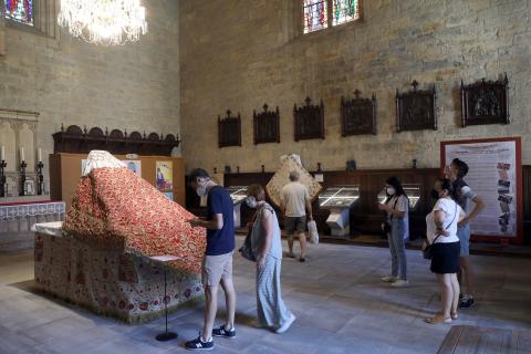 Exposición en conmemoración del 75 aniversario de la coronación de Santa María la Real en la catedral de Pamplona