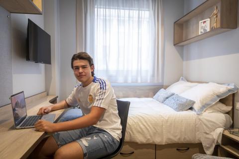 Iñigo Bada, de 19 años, es de México y vivirá en la Residencia Livensa Living.