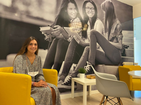 Carmen Martínez Garballo, de 19 años, en la Residencia  Mª Emilia Riquelme.
