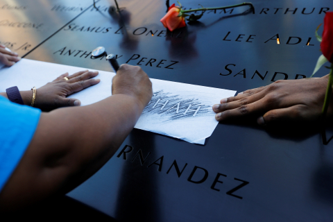 New York City (United States), 11/09/2021.- Family members of Jayesh Shah make a rubbing of his name at the 9/11 Memorial on the 20th anniversary of the September 11 attacks in Manhattan, New York City, U.S., September 11, 2021. (Atentado, Estados Unidos, Nueva York) EFE/EPA/MIKE SEGAR / POOL