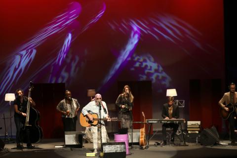 El Drogas presentó en el Teatro Gayarre su nueva propuesta al frente de su