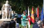 La presidenta Chivite pronuncia su discurso ante el monumento a las víctimas del terrorismo