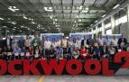Rockwool festejó el 25 aniversario de la marca en España y Portugal con una jornada lúdico familiar en su planta de Caparroso. Se trata de la filial española del grupo danés Rockwool, proveedor líder mundial en productos de aislamiento de lana de roca, para los sectores de la edificación y la industria.