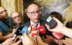 Carlos Gimeno atiende a los medios tras asumir su cargo.