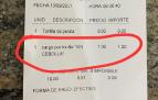 Ticket de una cafetería de Logroño en el que se cobra un coste extra de 1 euro por pedir la tortilla de patatas sin cebolla