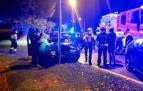 Servicios de emergencia y policías municipales, en el lugar del accidente