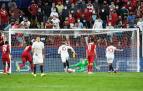 Momento en el que el croata Ivan Rakitic anota el tanto del empate desde los once metros