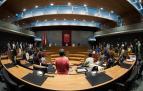El Parlamento de Navarra ha comenzado su sesión plenaria de este jueves con un minuto de silencio en memoria de la última víctima de la violencia de género