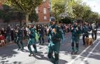 Un momento del desfile que recorrió la Avenida Galicia, en Pamplona, con el paso del grupo de rescate en montaña, el GREIM