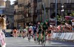 Una imagen de la Vuelta a Navarra 2019, con Oier Lazkano entrando en la meta de Sangüesa.