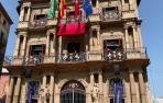 Concierto de Inés Bacán y Antonio Moya desde los balcones del Ayuntamiento de Pamplona