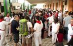 Llegada de turistas a la estación de tren de Pamplona_16
