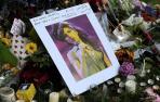 Los fans lloran la muerte de Amy Winehouse_14