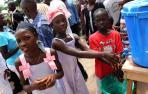 Los niños de Sierra Leona comienzan a volver a la escuela tras ocho meses