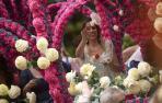 Los claveles adornan Córdoba en la 'Batalla de las flores'