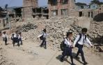 Los niños de Nepal regresan a la escuela tras el terremoto
