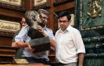 CiU, C's, PSC y PP critican la retirada del busto del Rey Juan Carlos