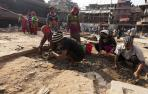 La reconstrucción tras el seísmo en Nepal se ahoga en la tensión política