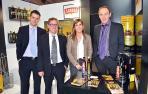 La gerente de la empresa Aceites Sandúa de Ablitas, Laura Sandúa, junto a parte del equipo comercial de la firma. De izquierda a derecha, Eduardo Burgaleta, su hermano José Luis Sandúa, y Antonio Calvillo.