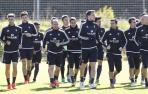 Los jugadores de Osasuna hacen carrera continua en el entrenamiento de ayer.